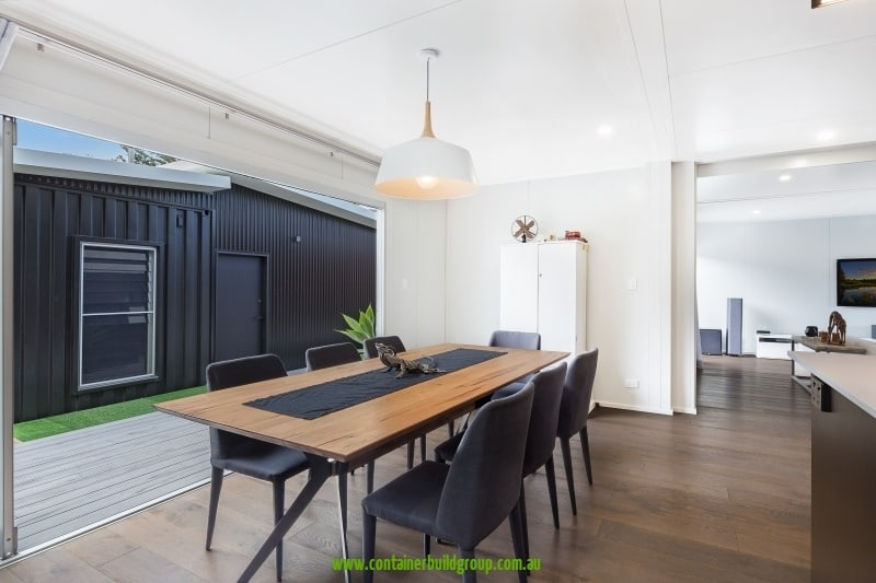 Cronulla - dining room extending outside via concertina doors
