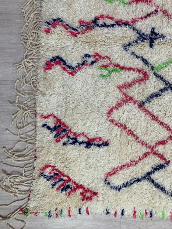 Amira Geometric Rug close up of edge