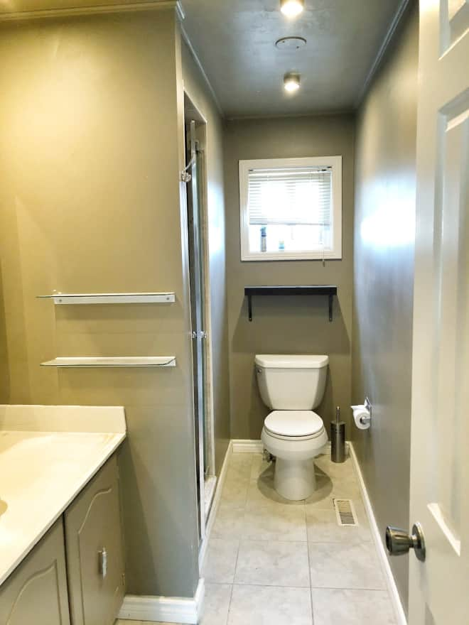 Before bathroom renovation by Simply Beautiful Eating via Home Bunch. Dark, closed in bathroom.