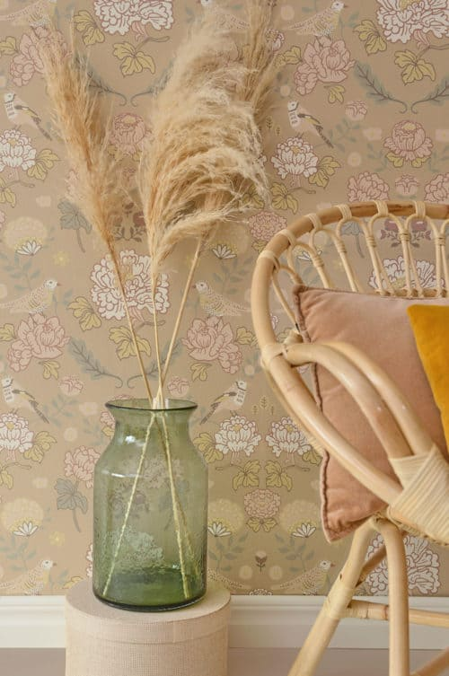 Majvillan wallpaper honey beige