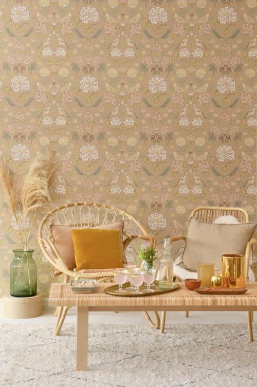 Majvillan wallpaper honey beige in room