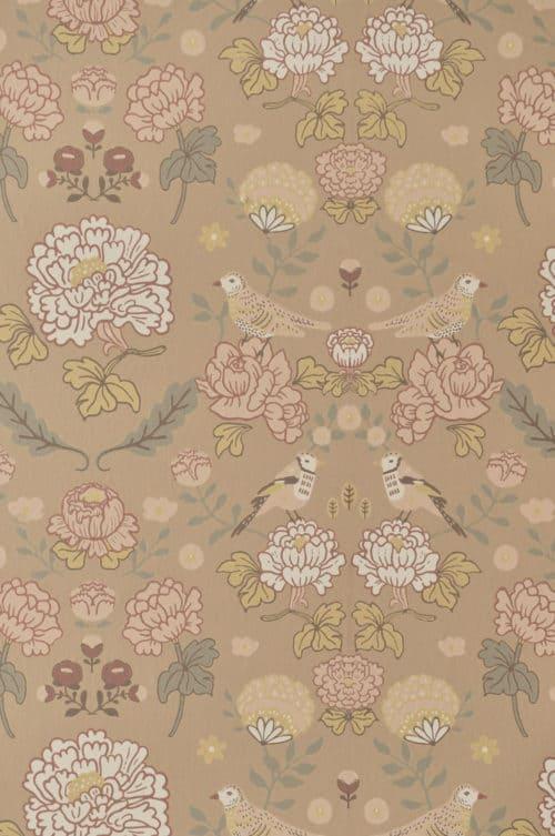 Majvillan wallpaper honey beige close up detail
