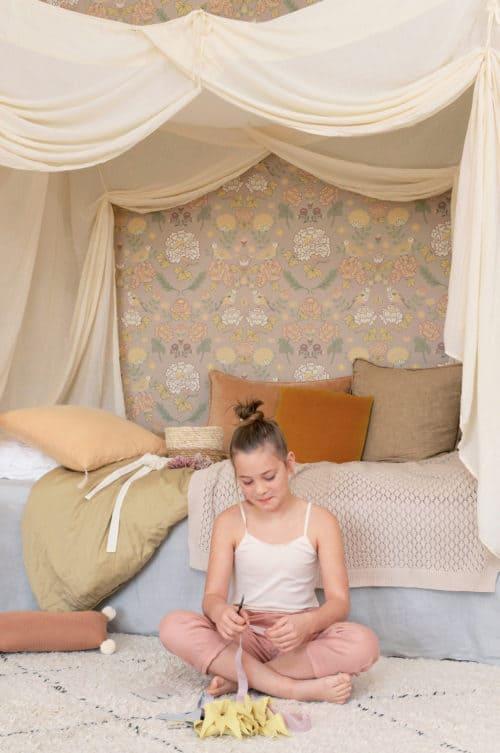 Sandy Lilac Majvillan wallpaper in room